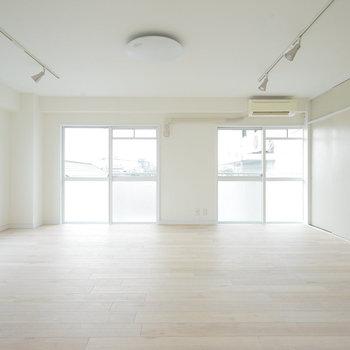 室内は白一色の清潔感!