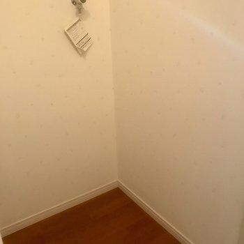 屋内洗濯機置場です。