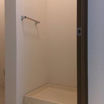 洗濯機置場は・・・ ※同階同間取り別部屋の写真です
