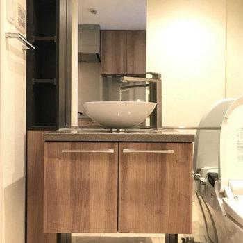 洗面台おっしゃれ〜※写真は4階の別部屋同間取りのものです。