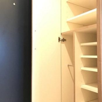 シューズボックスもばっちり。※写真は4階の別部屋同間取りのものです。
