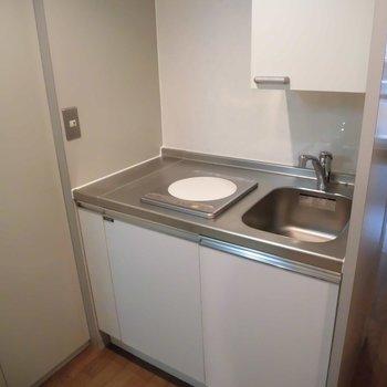 キッチンはシンプルなIHでお掃除らくらく!※前回募集時の写真です