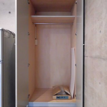 クローゼットの他にも壁にフック付けられます※前回募集時の写真です