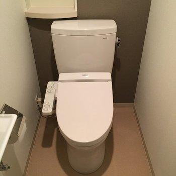 トイレはこちら。ウォシュレット付き!