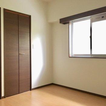 こちらは6帖の洋室です。