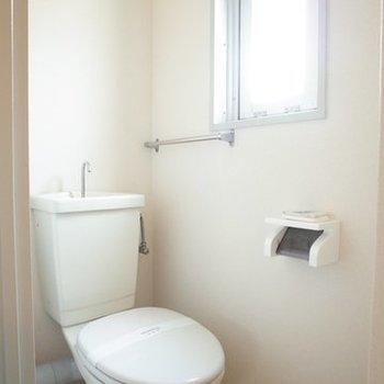 トイレに窓があるのはいいなぁ~