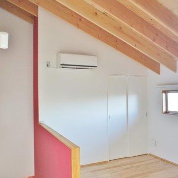 2階。天井の感じ、良いですね。※写真は似た間取りの別部屋です。