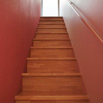上へ参ります。※写真は似た間取りの別部屋です。