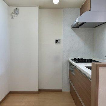 キッチン後ろもスペースありますよ!