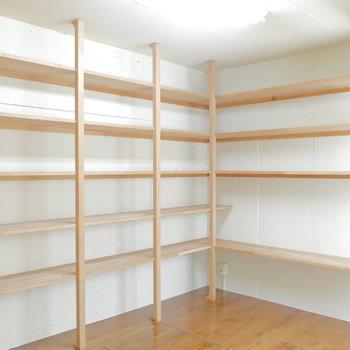 お部屋②の収納棚です。