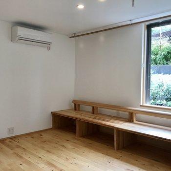 備え付けの台も木材で良い♪