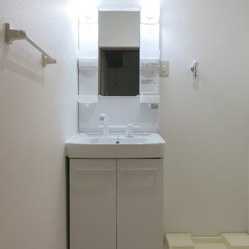 脱衣所も洗面台も設置済み◎