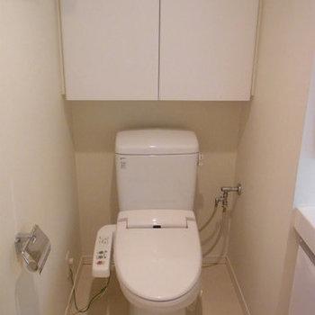 収納抜群なトイレ ※5階同間取りの別部屋の写真です