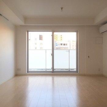 南向きなので、光入ってきますよ ※5階同間取りの別部屋の写真です