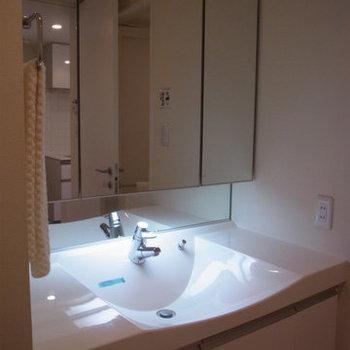 ホテルライクな洗面台! ※5階同間取りの別部屋の写真です