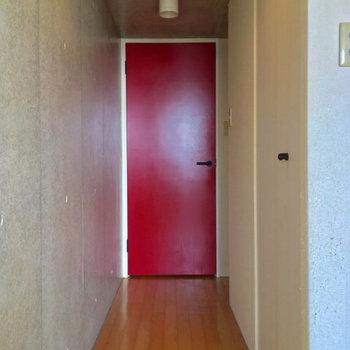 続いてはこちらの廊下へ。右手には・・・※写真は前回募集時のものです