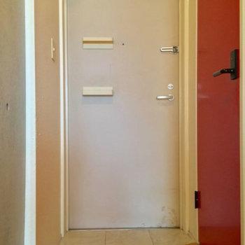 玄関はこんな感じ!ウ~ムちょっとコンパクトかなっ※写真は前回募集時のものです