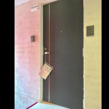 共用部は静かな屋内タイプ。階段スレスレ!※写真は前回募集時のものです