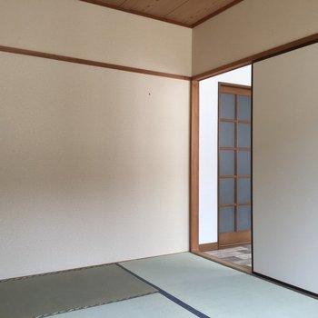 次は和室へ。畳もきれい!