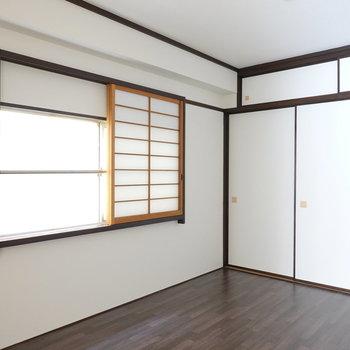 和室!…と思いきや床はフローリング!?トリッキーな洋室です。
