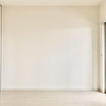 キッチンに1番近い5.1帖の洋室。ここは夫婦の寝室かな。