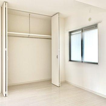 その隣の洋室は子ども部屋に◎ベッドも置ける広さです。
