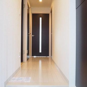 玄関からのアプローチ※写真は6階の同間取り別部屋