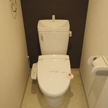 トイレはウォシュレット付き!※写真は6階の同間取り別部屋