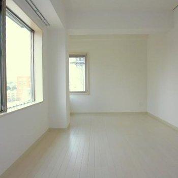 シンプルな空間。6.5帖の納戸です※写真は6階の同間取り別部屋