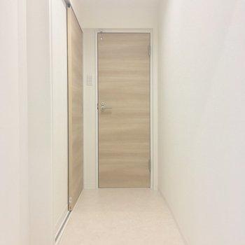 コチラは廊下部分。突き当り正面が・・・