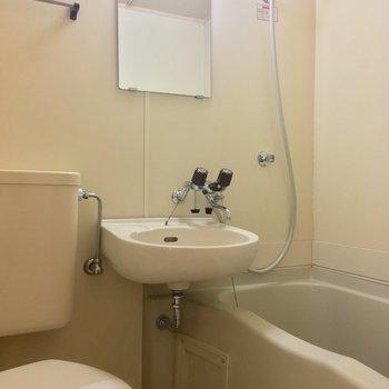 バスルームは3点ユニット