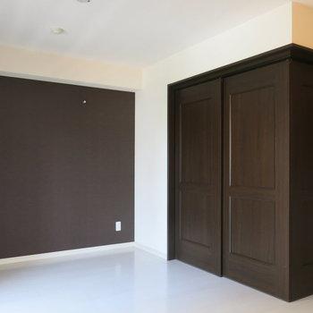 壁紙といい、スライドドアといいチョコレートみたいで美味しそう