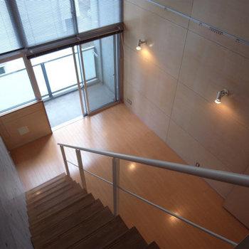 見下ろしたところ。階段は恐くないタイプです※写真は別部屋同間取りです