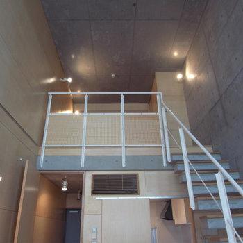 吹き抜け天井で開放感いっぱい写真は別部屋同間取りです