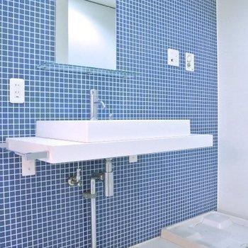 この洗面台が可愛い!(※写真は12階の同間取り別部屋のものです)