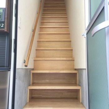 靴箱無いですが、階段下に置けるところがよい。