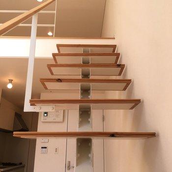 階段をまた上がって。