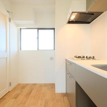 キッチンと扉の雰囲気がマッチしてます※写真は前回募集時のもの