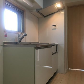 キッチンにも窓※7階の同間取り別部屋の写真です