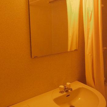ちゃんと鏡ついてますね!※3階の同間取り別部屋の写真です
