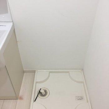 横に洗濯機置けます。