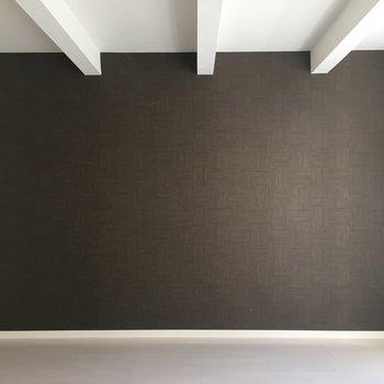 洋室はブラウンで大人っぽい雰囲気。