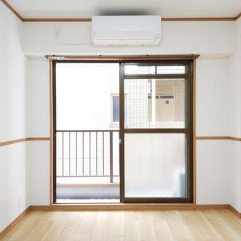 洋室も統一されたデザインに。