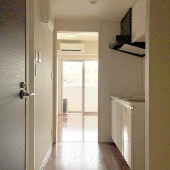 玄関を開けたら。*写真は電気が着く前のものです。