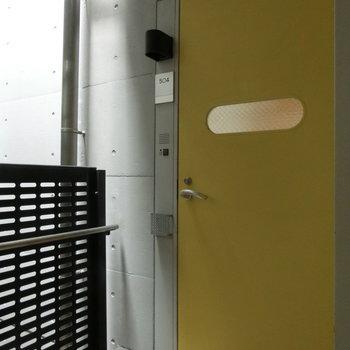 乗り物のドアのよう。 ※写真は5階の同間取り別部屋です。