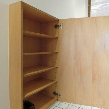 下駄箱です。※写真は5階の同間取り別部屋です。