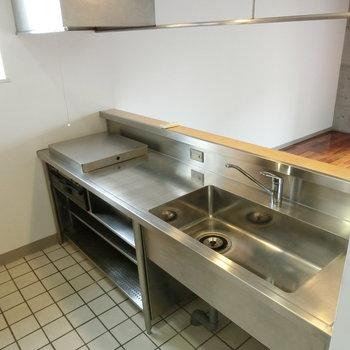 広々としたキッチン。料理にはまりそう。 ※写真は5階の同間取り別部屋です。