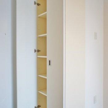 玄関は狭めですが収納は◎