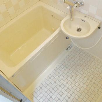 トイレは別なので、浴槽に浸かれますね。