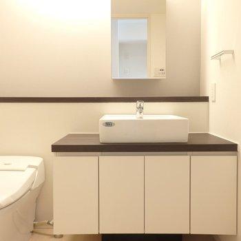 洗面台広い!快適!※別部屋のお写真です。